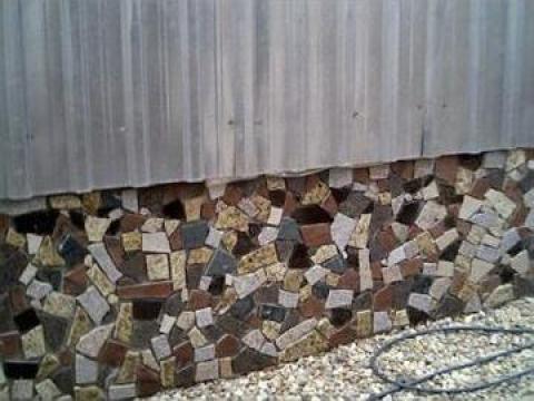 Bordura din marmura sau granit decoratiuni exterioare de la Marmoserv Construct Srl.