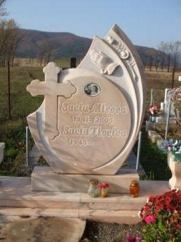 Monument funerar din marmura de la Monumente Funerare
