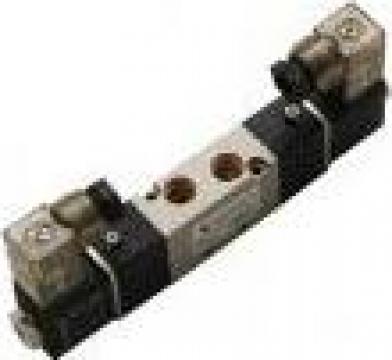 Distribuitor aer cu doua bobine inchis BCCC 5/3 - 1/2 inch de la Airo & Co