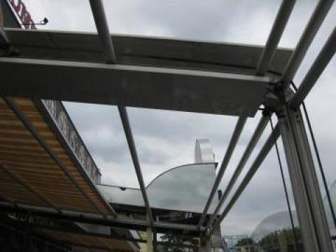 Tamplarie din PVC Rehau, cu geam termopan de la Rollux Construct