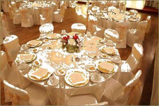 Napron din damasc pentru mese festive restaurante hoteluri de la Johnny Srl.