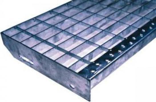 Trepte metalice zincate termic P de la Dovexim S.r.l.