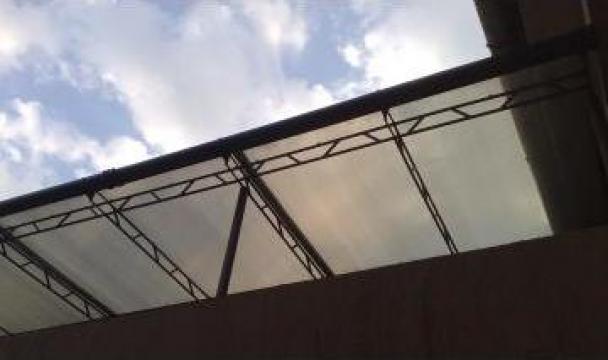 Terasa metalica acoperita cu policarbonat