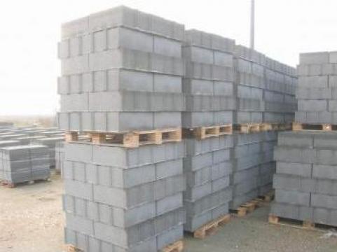 Boltari pentru garduri de la Rombeton Construct Srl