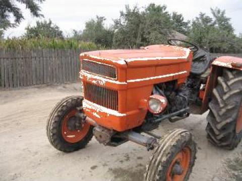 Tractor UTB 445 de la Delta Company Invest