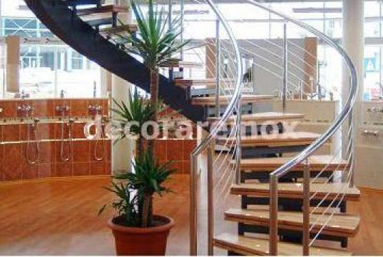 Balustrada de inox cu trepte de lemn de la Decorare Inox Srl