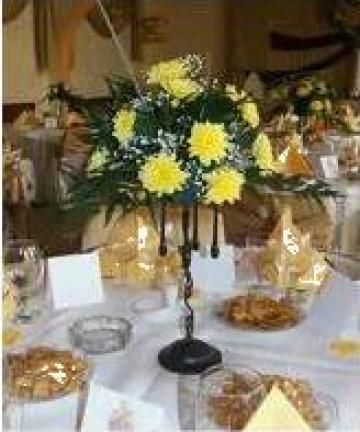 Aranjament floral simplu din crizanteme galbene de la Pfa Moraru Alina