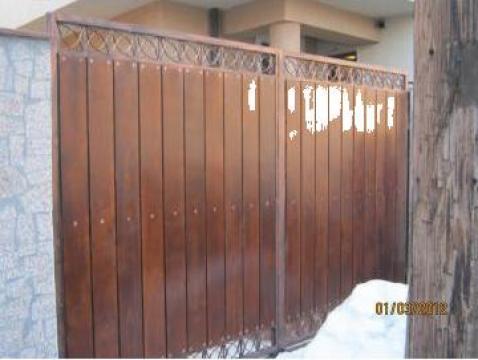 Poarta din lemn de la Euroinox Construct