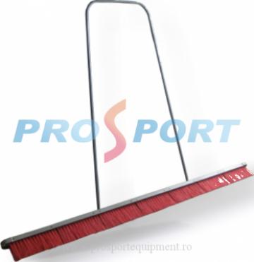 Perie pentru intretinerea terenului de tenis de la Prosport Srl