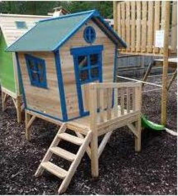 Casute pentru copii din lemn de conifere
