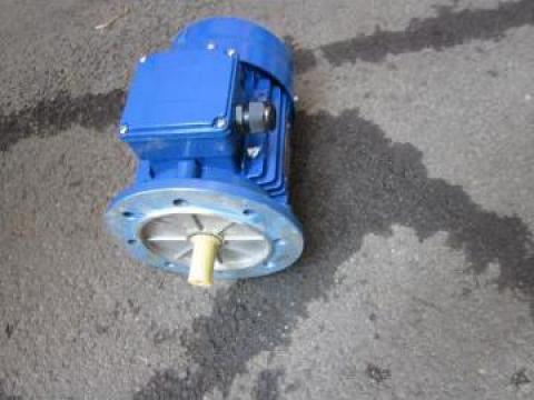Motor reductor 0.37 KW 1500 RPM B5 380 V de la Baza Tehnica Alfa Srl