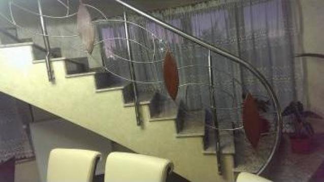 Balustrada de inox cu lemn de la Decorare Inox Srl
