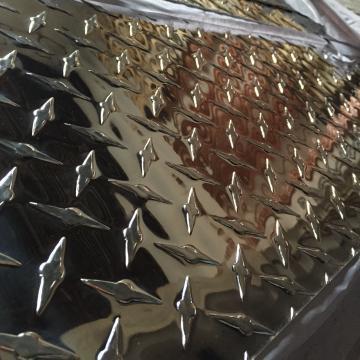 Tabla de aluminiu striata