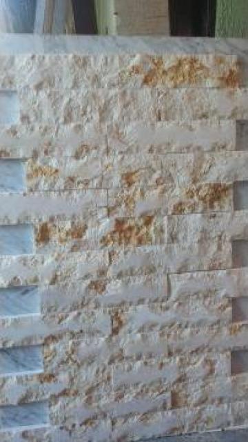 Placari cu piatra naturala de la Marmoserv Construct Srl.
