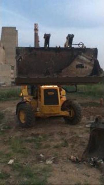 Inchiriere buldoexcavator JCB 3CX de la