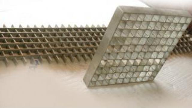 Gratar metalic zincat de la Romaflorimex Srl