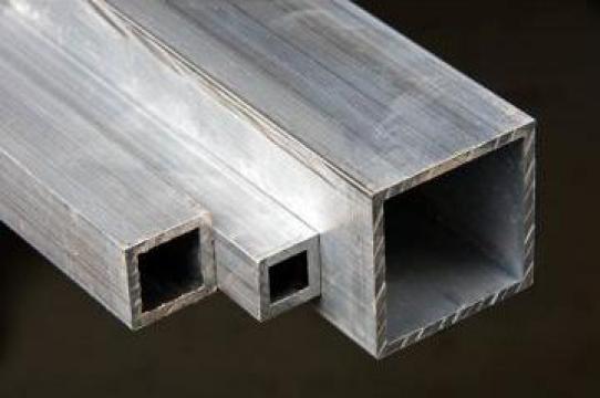 Teava patrata din aluminiu
