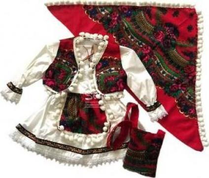Costumas traditional romanesc botez fetita de la Simonne