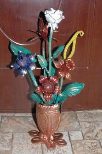 Vaza cu flori din fier forjat de la Forjart Srl