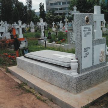 Placi pentru cripte funerare de la Sim Servicii Funerare SRL