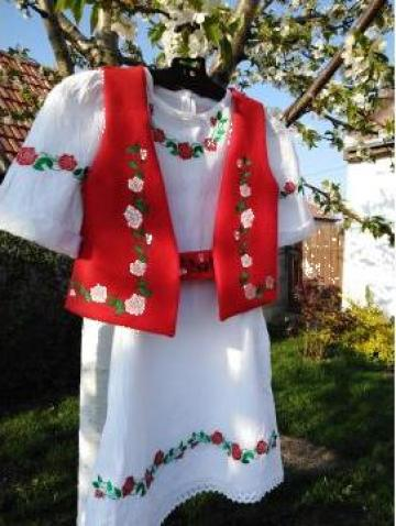 Rochie traditionala - ie fetite cu vesta si brau de la Digitex Srl