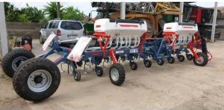 Cultivator prasitoare 9 sectii cu fertilizare
