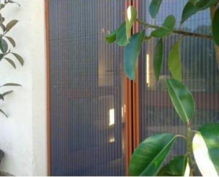 Plase anti insecte de la BBB Invest Srl