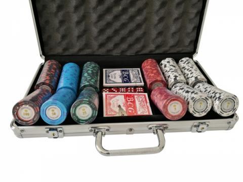 Set poker cu 300 chips-uri clay 14g Montecarlo si servieta de la Chess Events Srl