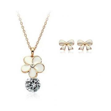 Set de cercei si colier placate cu aur Coquette de la Luxury Concepts Srl
