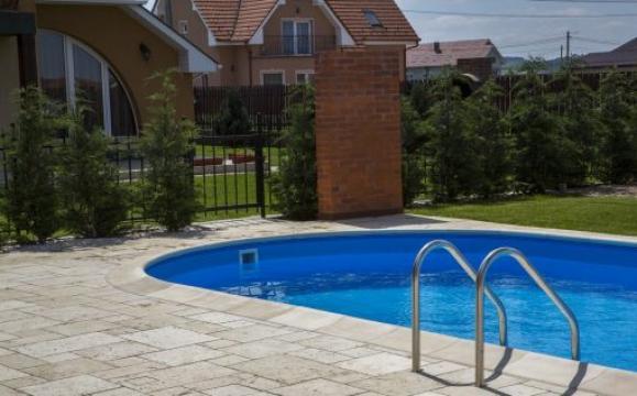 Bordura pentru piscina ovala de la Elcora Piscine SRL