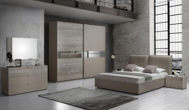 Dormitor Agata, maro, pat 160x190 cm, dulap 2 usi culisante de la CB Furniture Srl