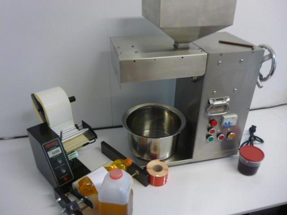 Extractor universal, presa ulei cu presare la rece