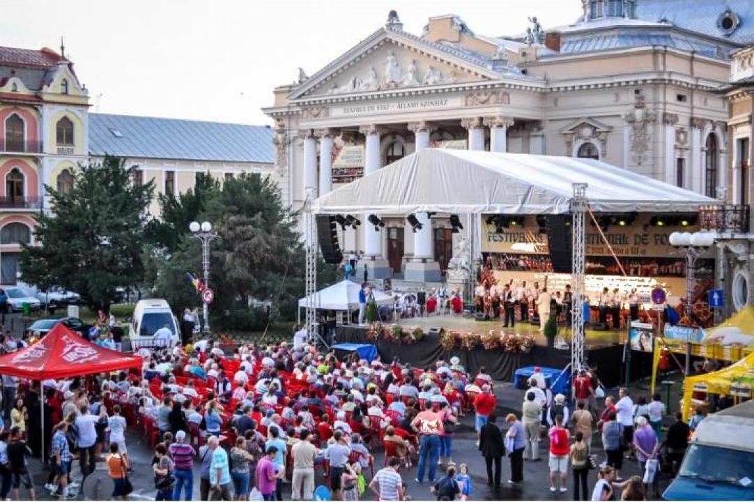 Inchiriere scena pentru concerte, spectacole