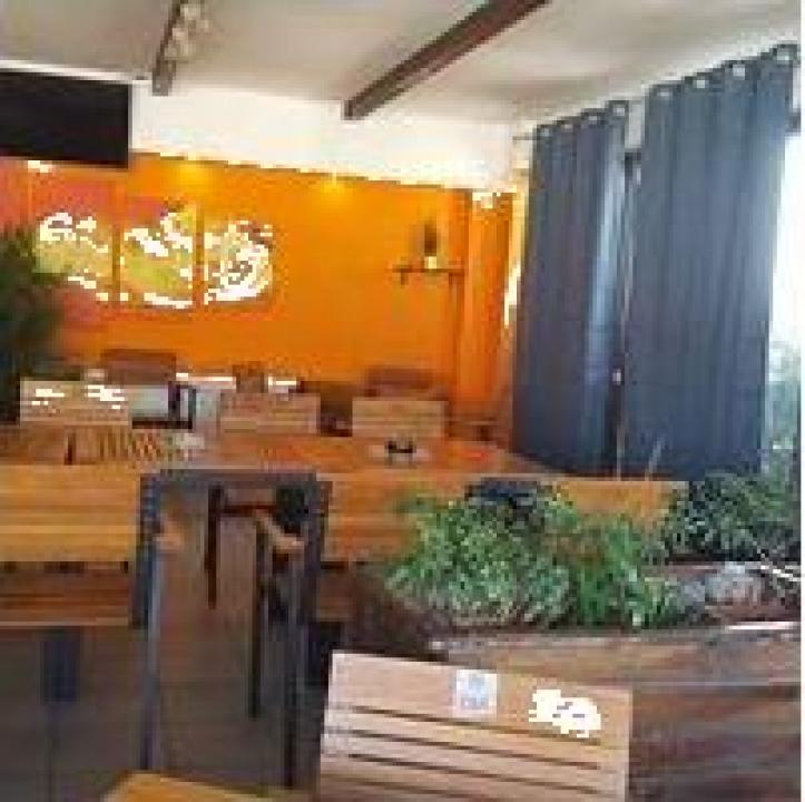 Afacere la cheie, Pub - restaurant pizzerie